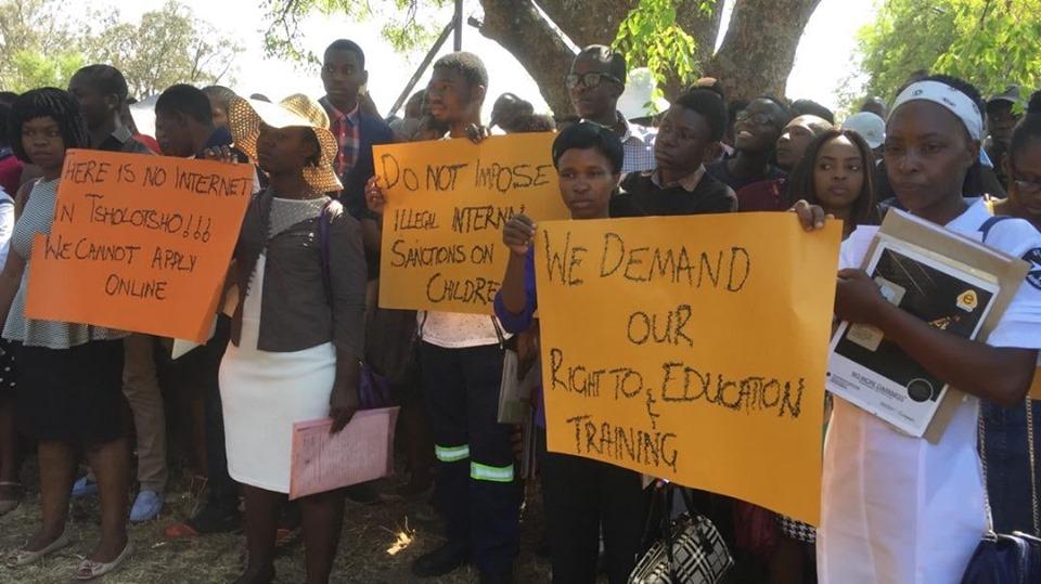 NewsdzeZimbabwe: PROTEST AT MPILO OVER NURSES RECRUITMENT